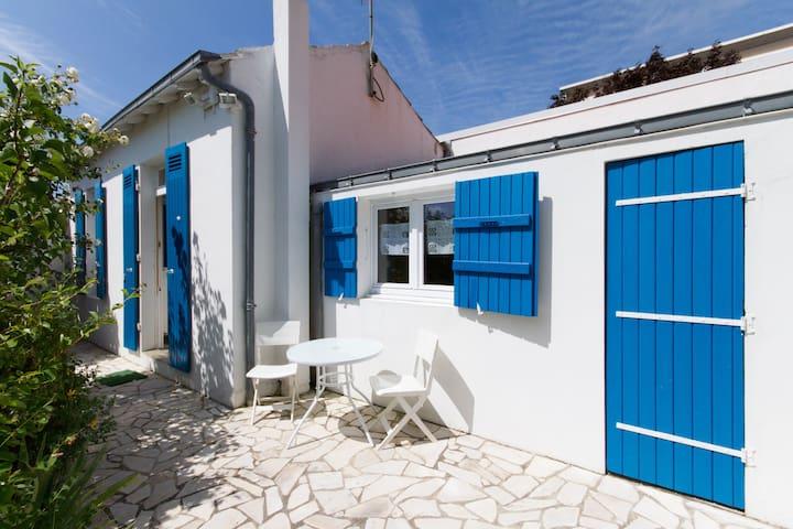 Little house near garden ( 4 rooms) - La Rochelle - House