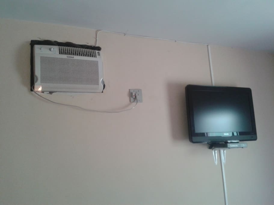QUARTO CASAL COM AR E TV A CABO E LOCAL