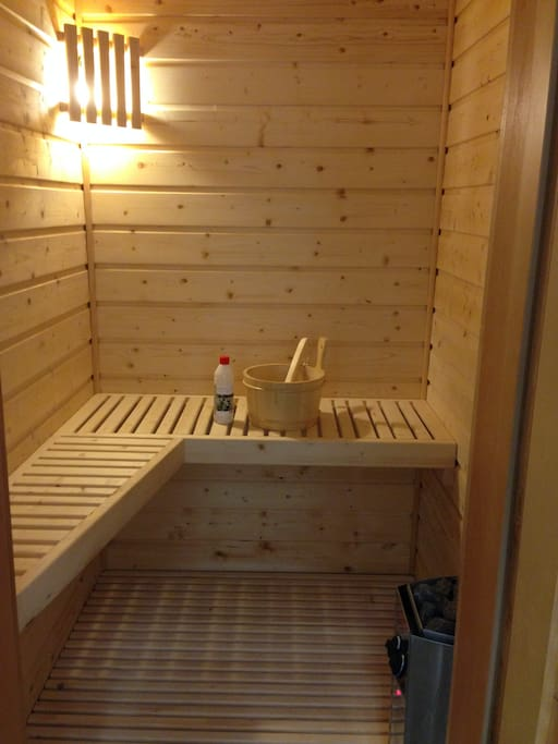 Le Sauna privatif de l'appartement à votre disposition pour un moment de détente.