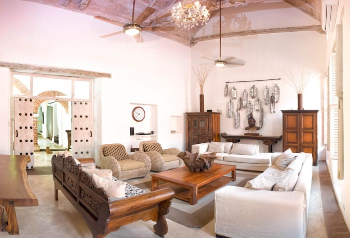 Chic colonial house within the walled city - Cartagena - Hus