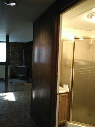Rooms  in basement apartment - Durham - Haus