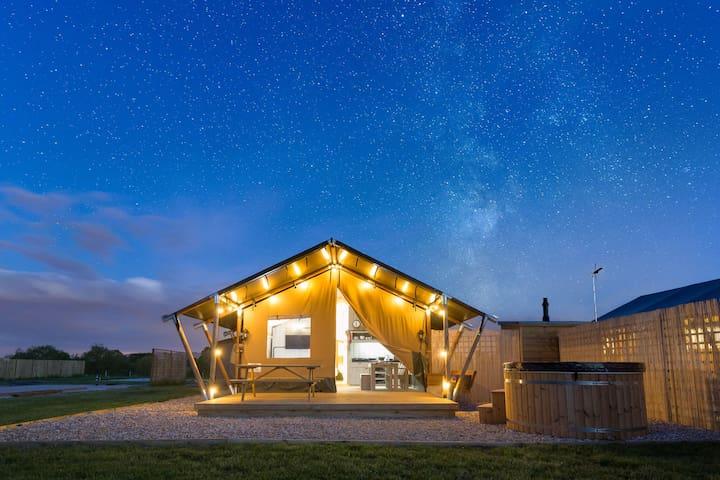Zebra Safari Lodge, 6 person hot tub *New for 2019