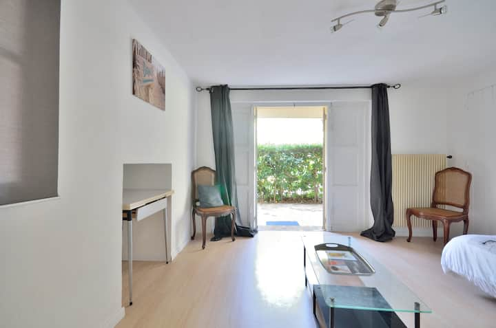 Studio & Garden / Private entrance with Parking