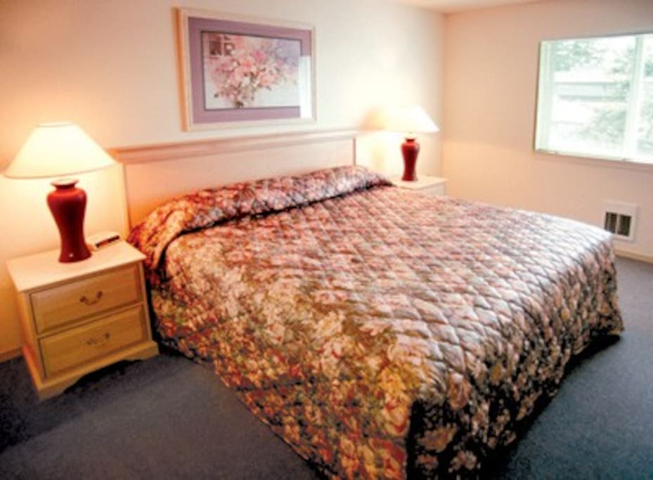 Interior photos are not unit specific, but reflect the value and decor of all the resort units.