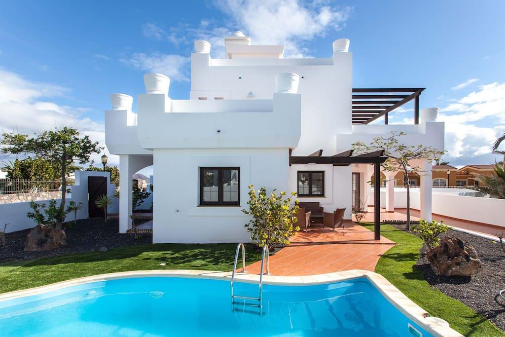 Fant stica villa con piscina privada 6pax houses for for Villas de vacaciones con piscina privada