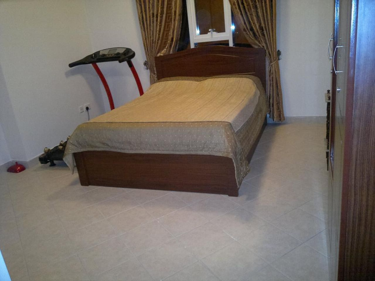 CLEAN SPACIOUS FURNISHED ROOM!!!