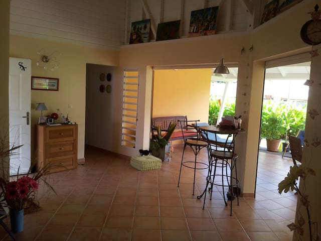 Room in nice house - Petit Bourg - Villa