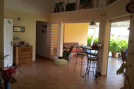 Room in nice house - Petit Bourg