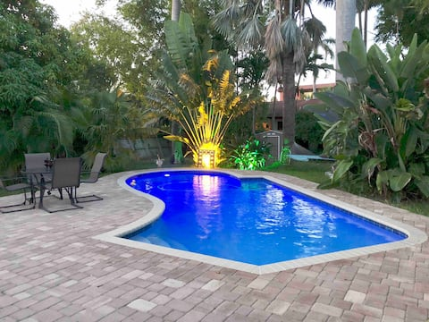 Tropical Private Room With Separate Entrance