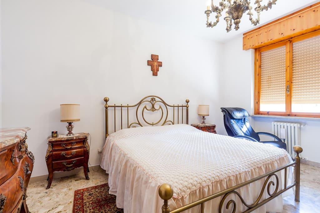 b b pergolesi verona italy chambres d 39 h tes louer. Black Bedroom Furniture Sets. Home Design Ideas