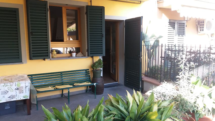 Cozy flat just outside Florence - San Donnino - Lägenhet