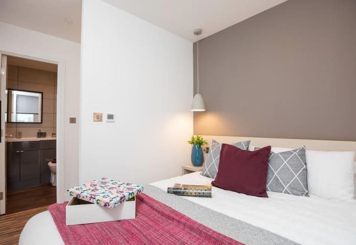 One-bedroom flat close to Manchester United
