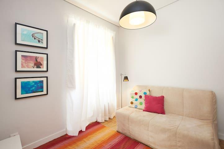 Sala de estar da suíte 1 Colares
