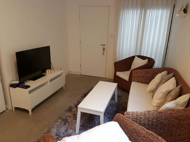 Beautiful unit 5 min to the beach - Kfar Shmaryahu - Casa
