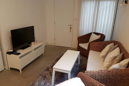 Beautiful unit 5 min to the beach - Kfar Shmaryahu - Huis