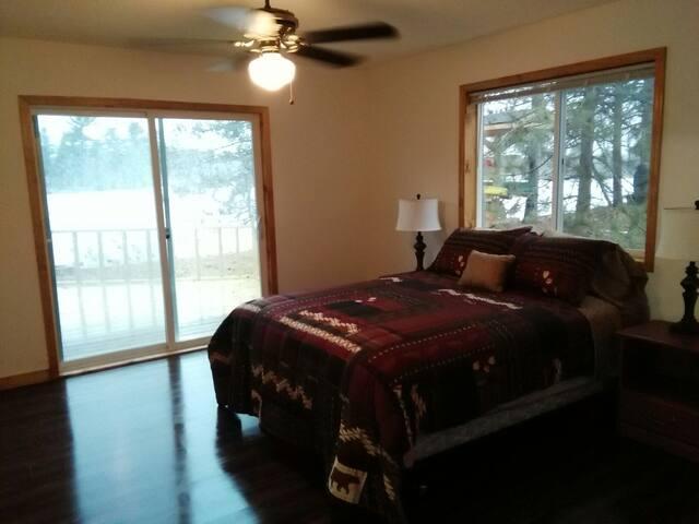 3 Bedroom Cabin Waterfront in town - Spooner