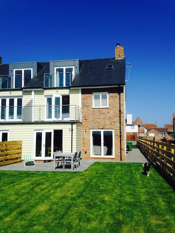 New House with Sea Views Near Beach - Beadnell - Casa