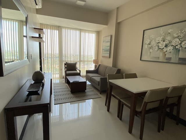 Mactan Newtown 1-BR, sea view, wifi, beach access