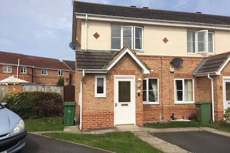 Warm,homely & clean newly refurbished 2 bed house