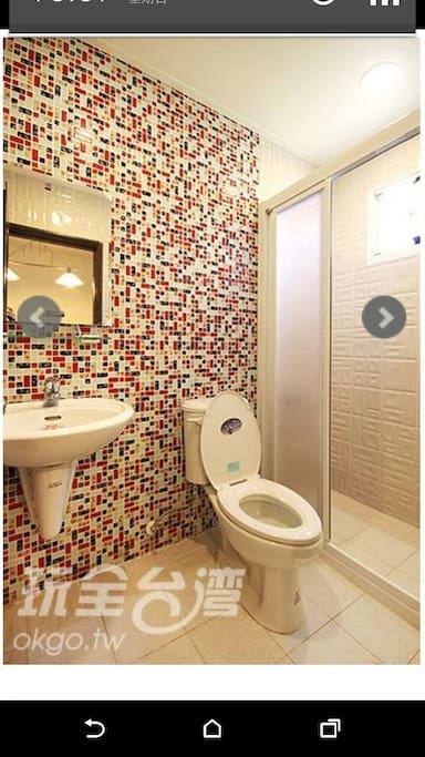乾濕分離,獨立衛浴,整面玻璃馬賽克