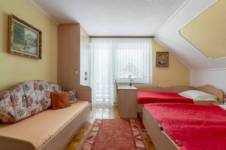 Room for 3 or 4 person (Rooms&Apartments Jana)