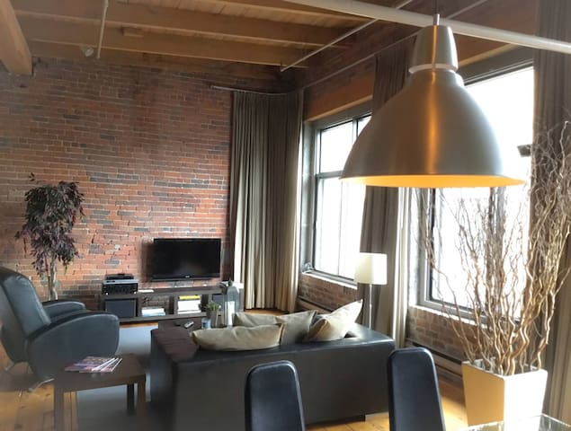 Old Montreal Cozy Loft