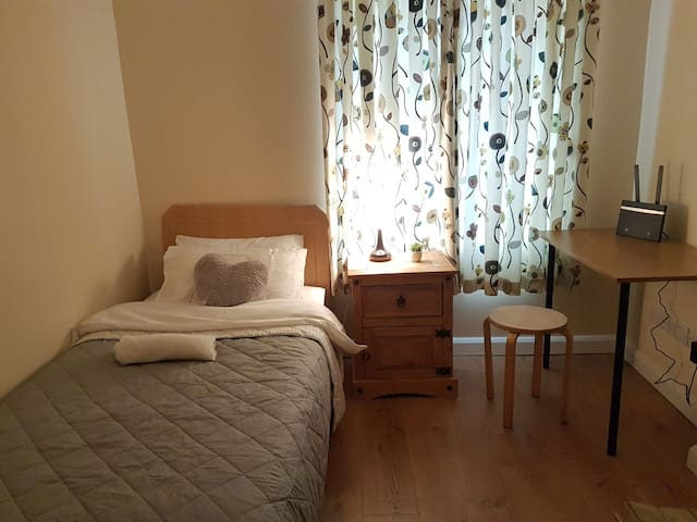 Lovely small room , ideal location !