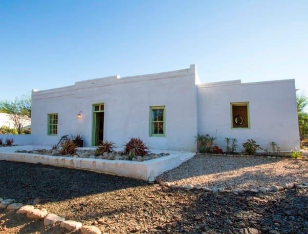 Akkedis Cottage