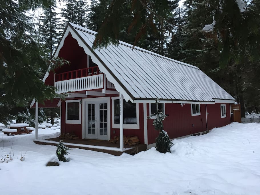 Riversong Retreat is at 2000 feet elevation with intermittent snow from mid November to the end of February.