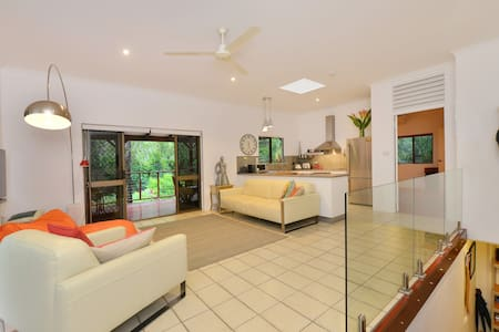 Funky Tropical 2 Bed Townhouse - Port Douglas - Townhouse