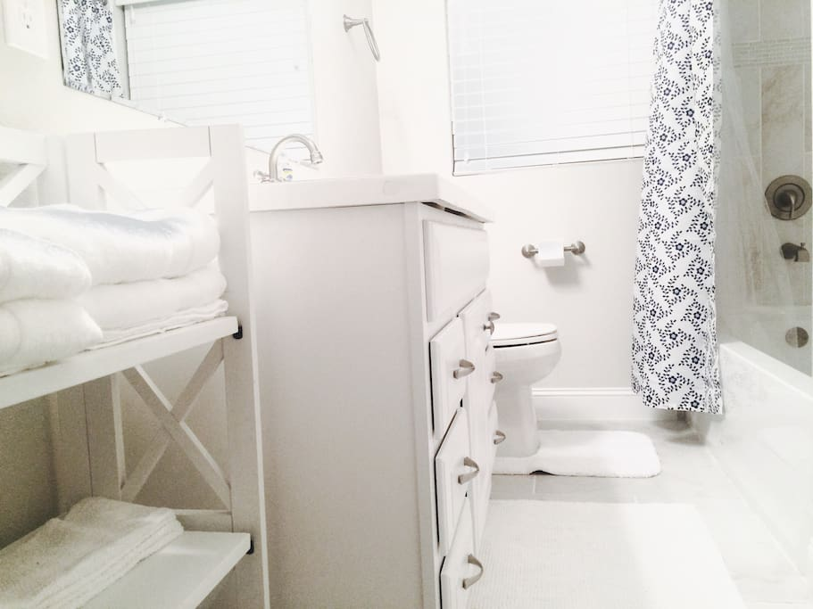 Fully stocked private bath with lotion, shampoo, hair dryer & towels