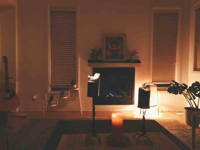 The Tree House: Spacious Two-Bedroom Glebe Loft