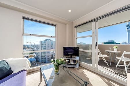 Sunny City Centre Studio with SkyTower View - Auckland