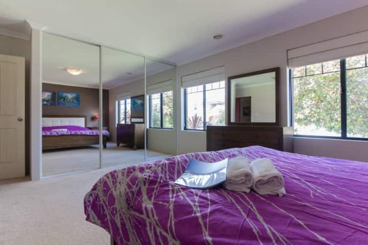 5 BR luxury house 4km to Perth City