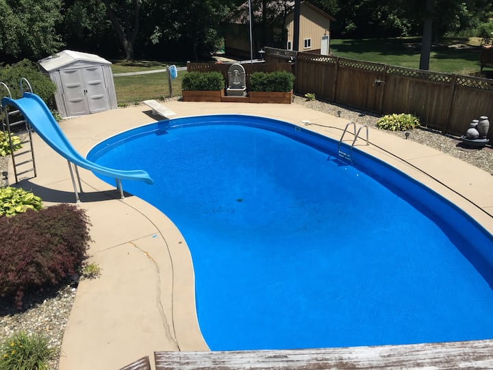 In-ground pool near Notre Dame. Sleeps 12!