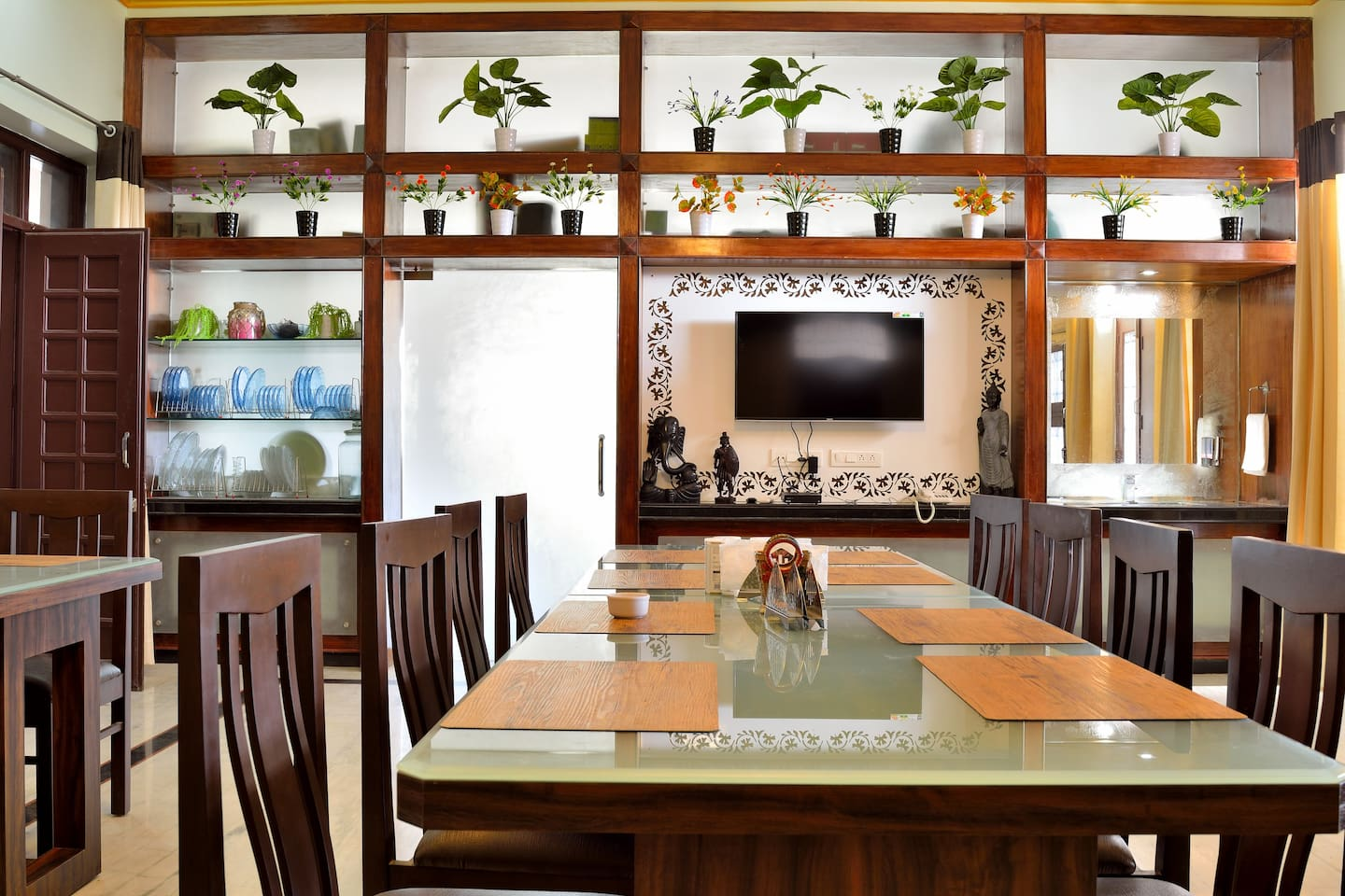 Tiger Hill Homestay - Dining Space.