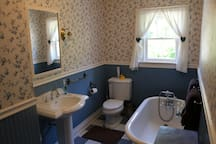 2nd Floor Full Bathroom, Victorian Tub