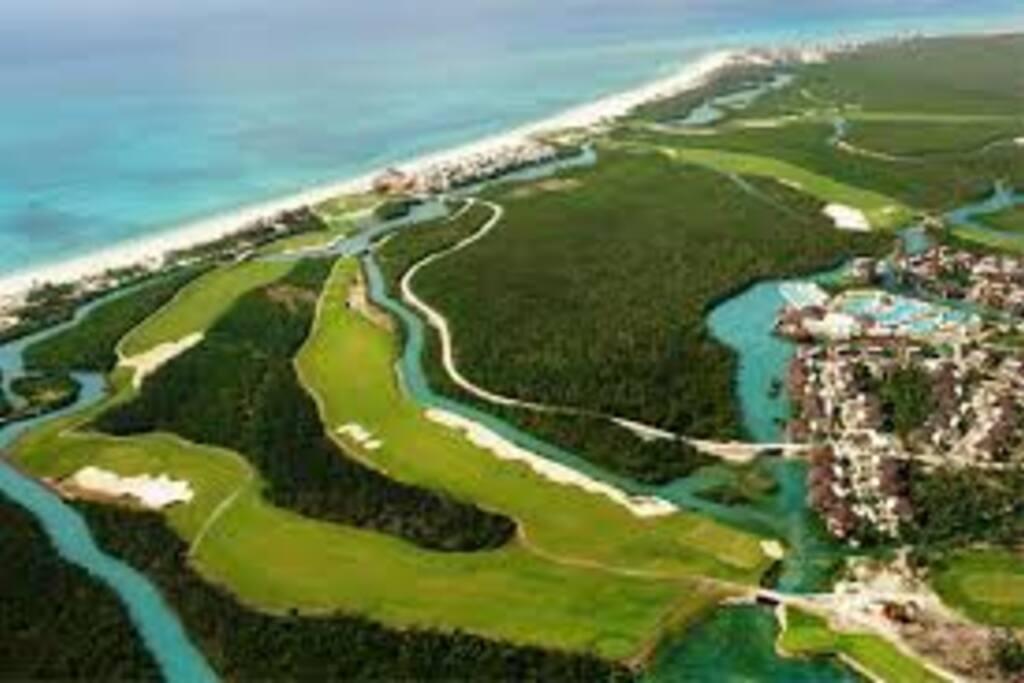 Résidence sur le golf Riera Maya et en bordure de mer