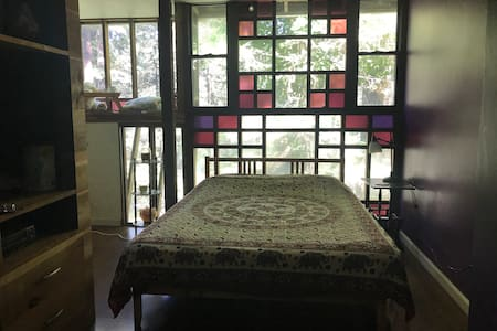 The Treehouse Room at Gypsy Hollow