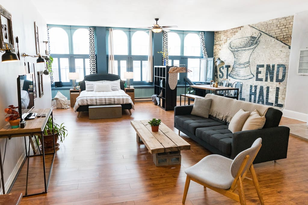 the historic 1800s loft in old montreal lofts zur miete. Black Bedroom Furniture Sets. Home Design Ideas