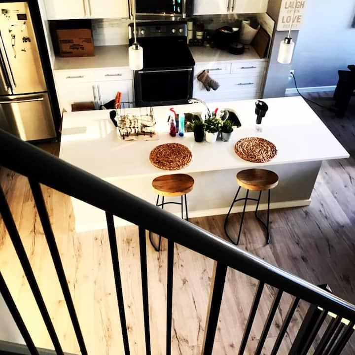 •Private Room in Bright Modern Calgary Home•