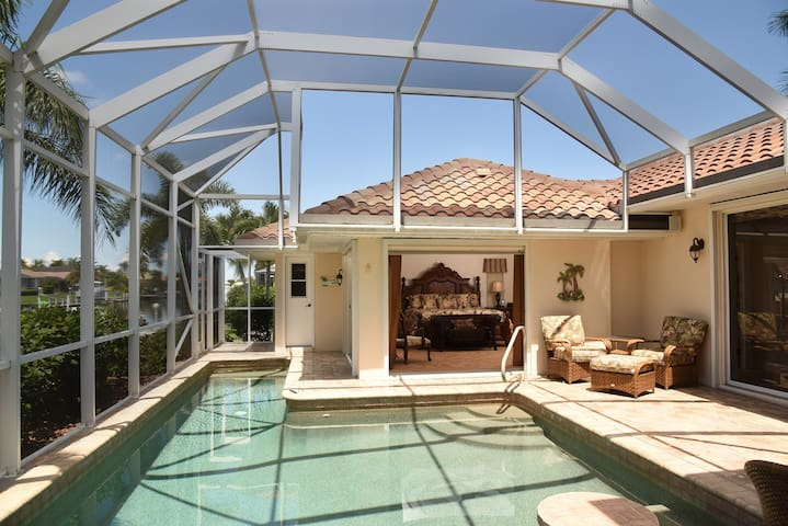 Villa Hibiscus-Tommy Bahama, Waterfront, Boat Lift