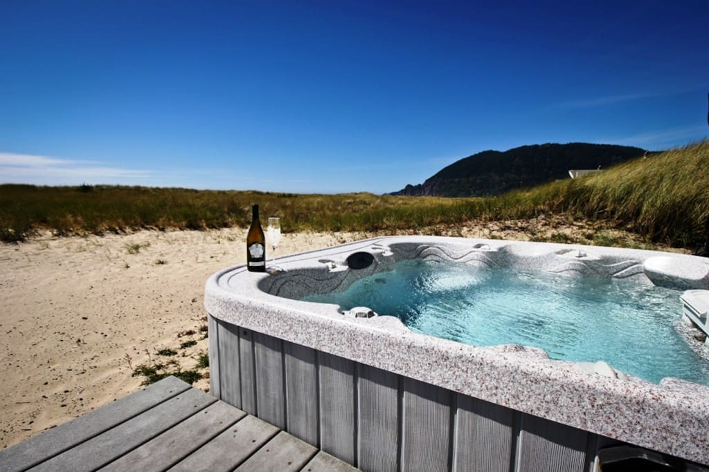 Ocean facing hot tub with spectacular views!