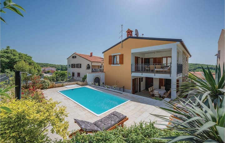 Awesome home in Vrsar with WiFi and 4 Bedrooms