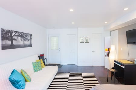 Modern suite with private entrance - San Francisco