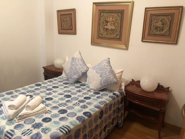 Lovely private room in Barcelona