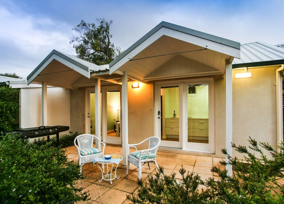 dunsborough beach accommodation with spa guest suites. Black Bedroom Furniture Sets. Home Design Ideas