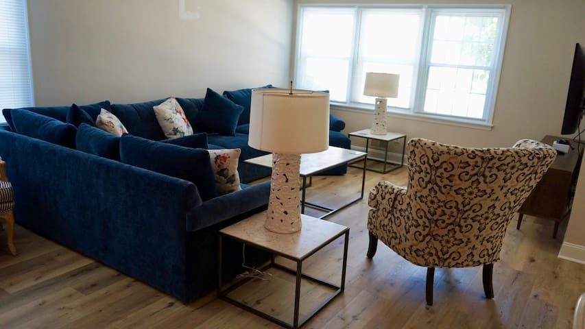 Newly Renovated Normandy Beach Apartment!