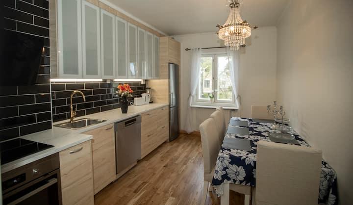 Modern 2a, nytt kök i lugnt & grönt villaområde