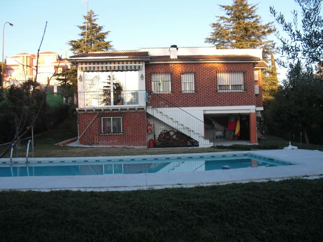 Cottage/villa holidays near Madrid - Santa Cruz del Retamar - Шале